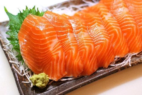Cá hồi giúp bổ sung vitamin cho tóc óng mượt