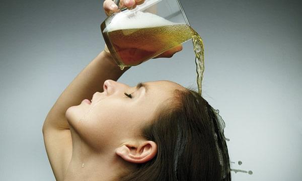 Chăm sóc tóc khô xơ với bia