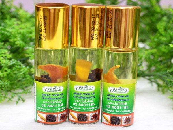Dùng dầu thảo dược trị gàu