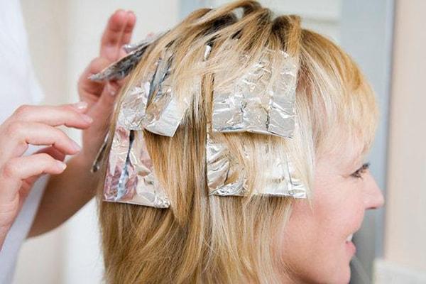 Không nên sử dụng hóa chất lên da đầu trong quá trình mang thai