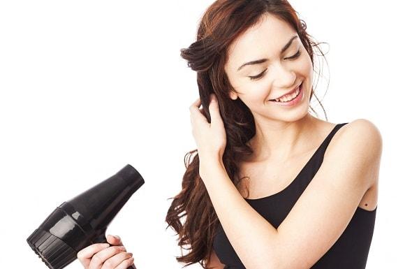 Sấy tóc thế nào là đúng cách và không làm tóc hư tổn?