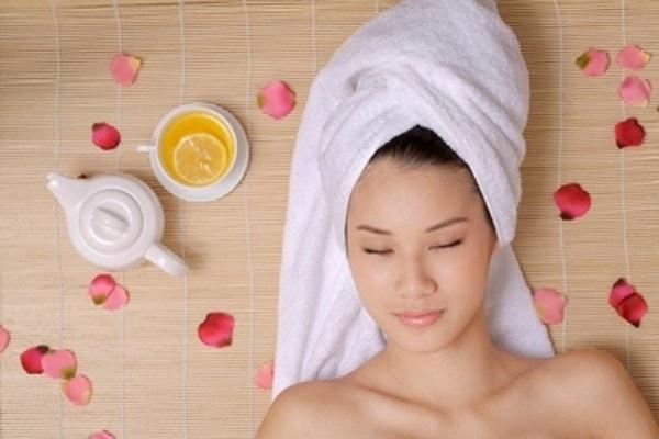 Ủ tóc đủ thời gian quy định cho từng sản phẩm để các dưỡng chất thấm sâu vào tóc
