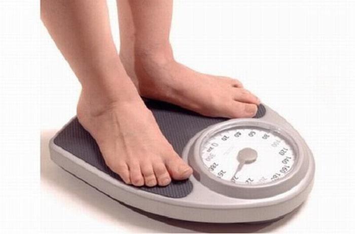 Giảm cân là điều kiện đầu tiên đề người bị thừa cân, béo phì đề phòng và giảm thiểu chứng thoái hóa khớp.