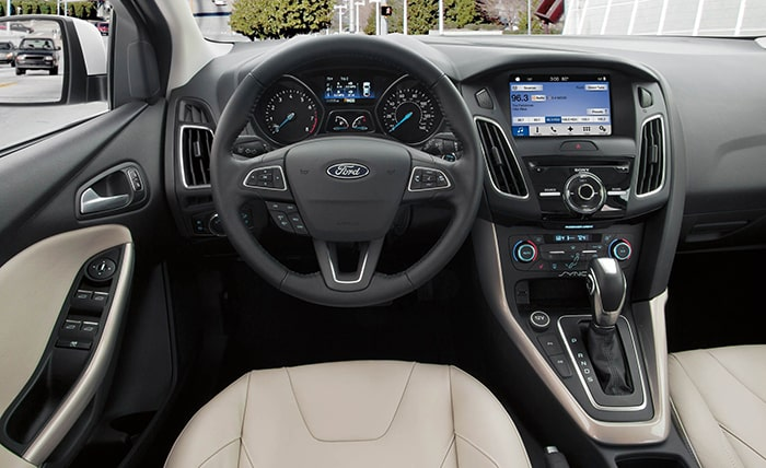 Lý do nên mua Ford Focus - nội thất sang trọng, đẳng cấp